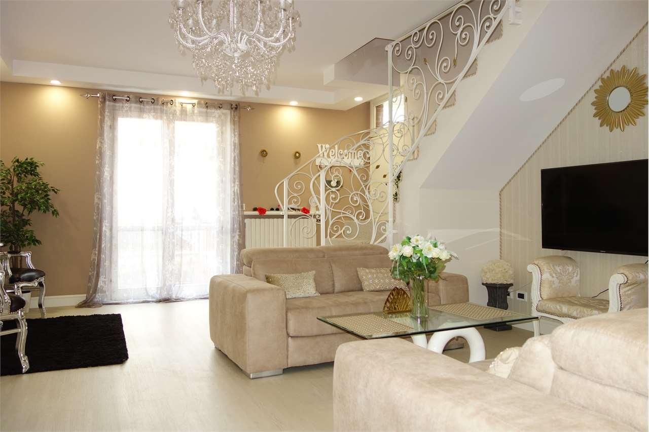 Appartamento bilivello di ampia metratura, Carignano – € 239000